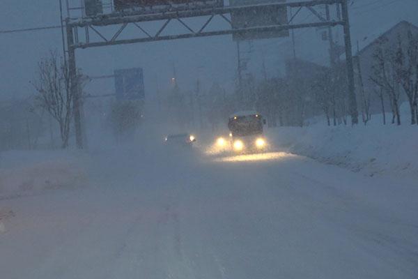 夜間・降雪中の車両尾行