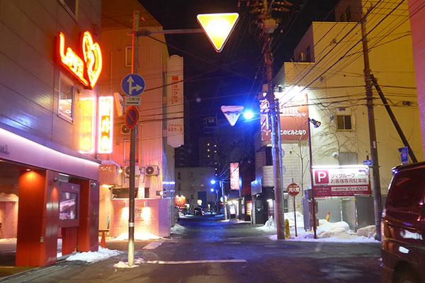 すすきののラブホテル街(夜)